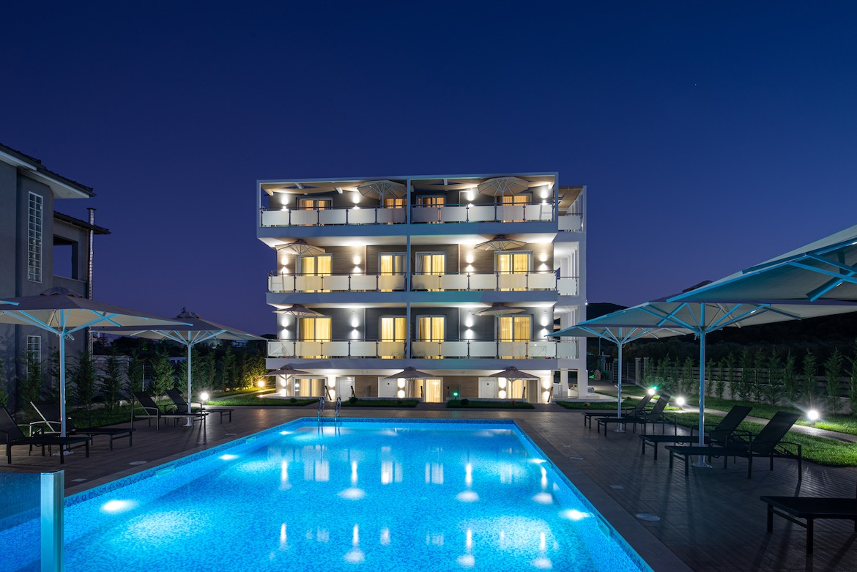 Υπηρεσίες υψηλού επιπέδου στο Astra Sarti Luxury Suites