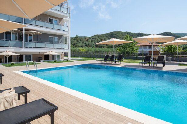 astra sarti luxury suites πισινα